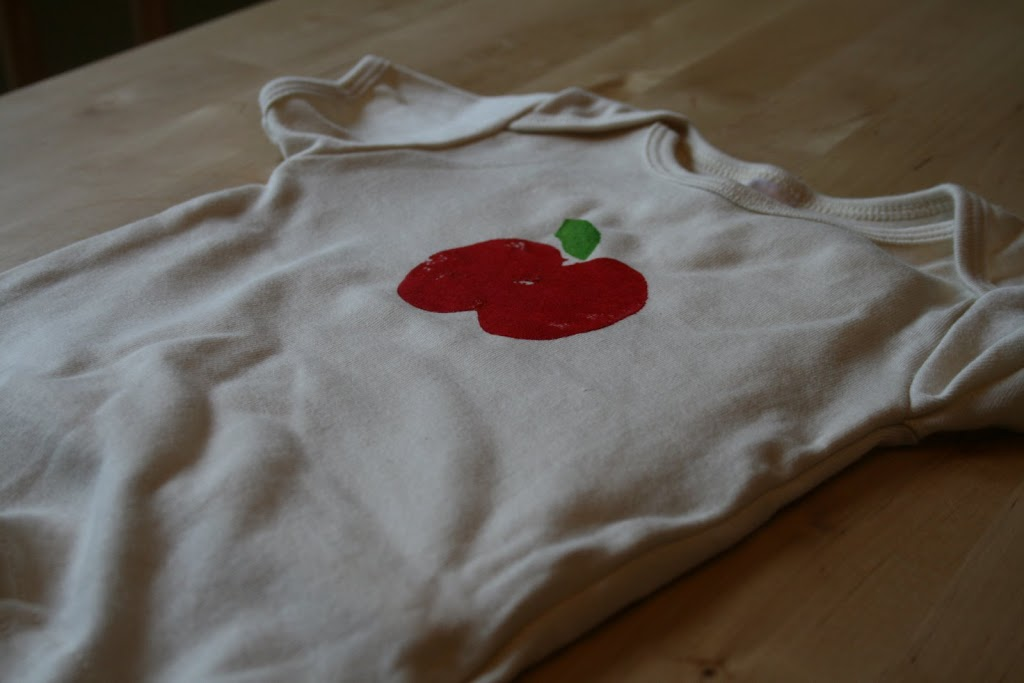apple stamping on fabric tutorial